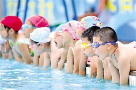 普及游泳教育不能一刀切.jpeg